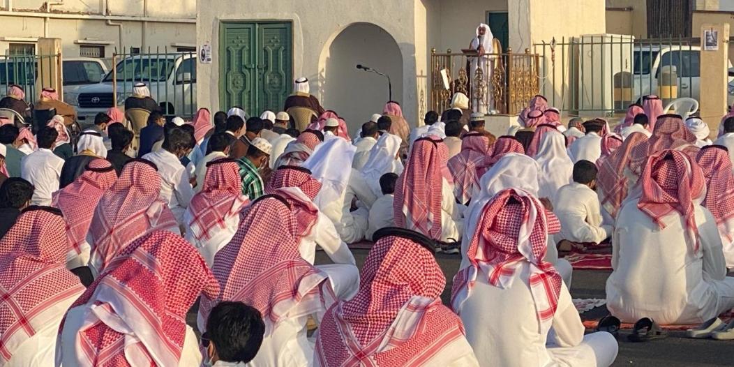 أهالي أحد رفيدة يؤدون صلاة عيد الفطر والتزام بالإجراءات الاحترازية