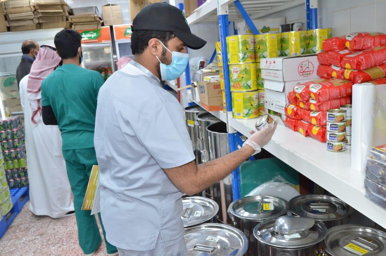 إغلاق 74 منشأة في خميس مشيط وإتلاف أكثر من طن أغذية فاسدة - المواطن