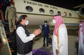 محمد بن سلمان في مقدمة مستقبلي رئيس وزراء باكستانلدى وصوله السعودية - المواطن
