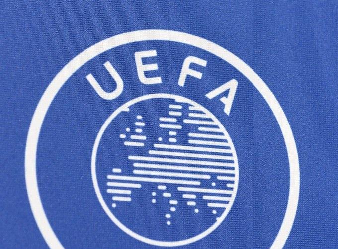 اليويفا يعاقب 9 أندية شاركت بـ دوري السوبر الأوروبي