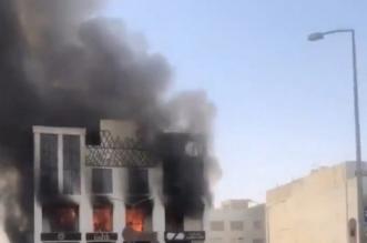 حريق هائل يلتهم مجمعاً تجارياً في الكويت - المواطن