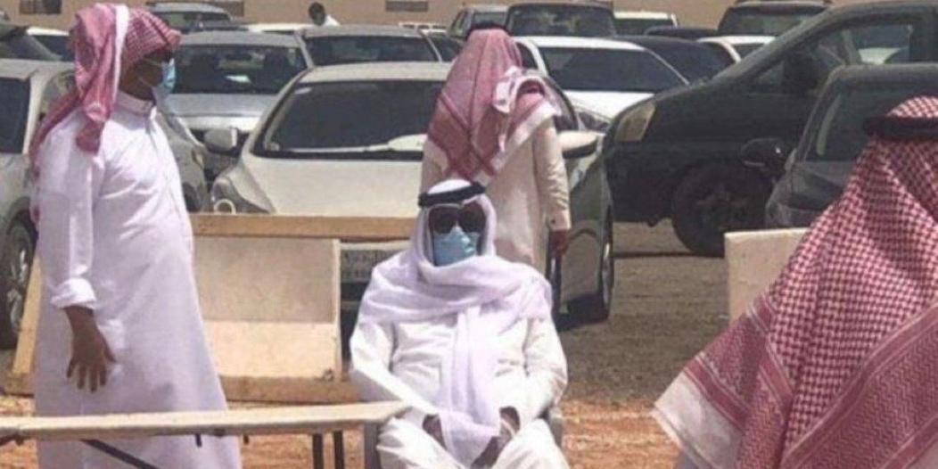 شاهد .. الفراج متأثرًا بوداع الراحل عادل التويجري