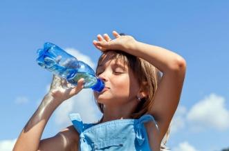 استشاري : 10 أكواب ماء خلال 24 ساعة ضرورية لمواجهة الحرارة - المواطن