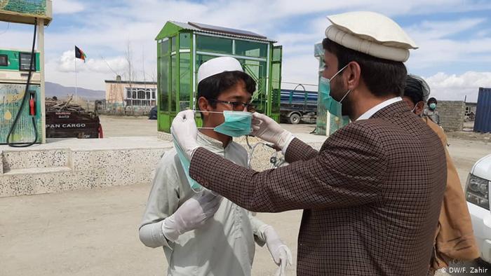 أفغانستان تواجه نقصاً في الأكسجين وأزمة الجائحة تتصاعد