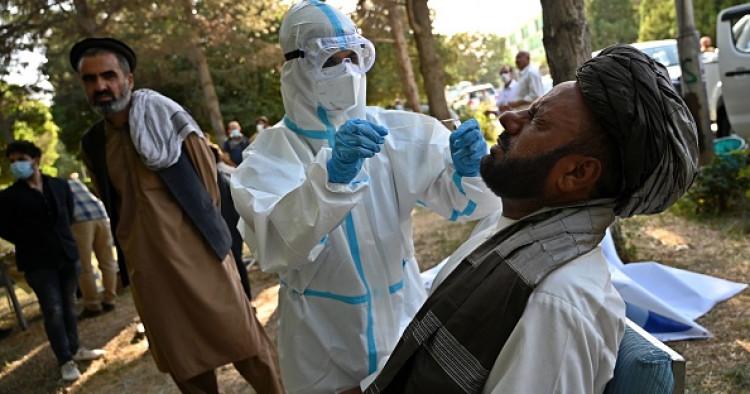 أفغانستان تواجه نقصًا في الأكسجين وأزمة الجائحة تتصاعد