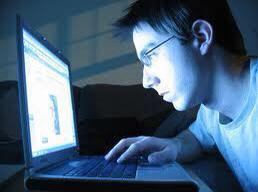 أضرار للأجهزة الإلكترونية على العين و6 أعراض تستوجب الكشف الفوري