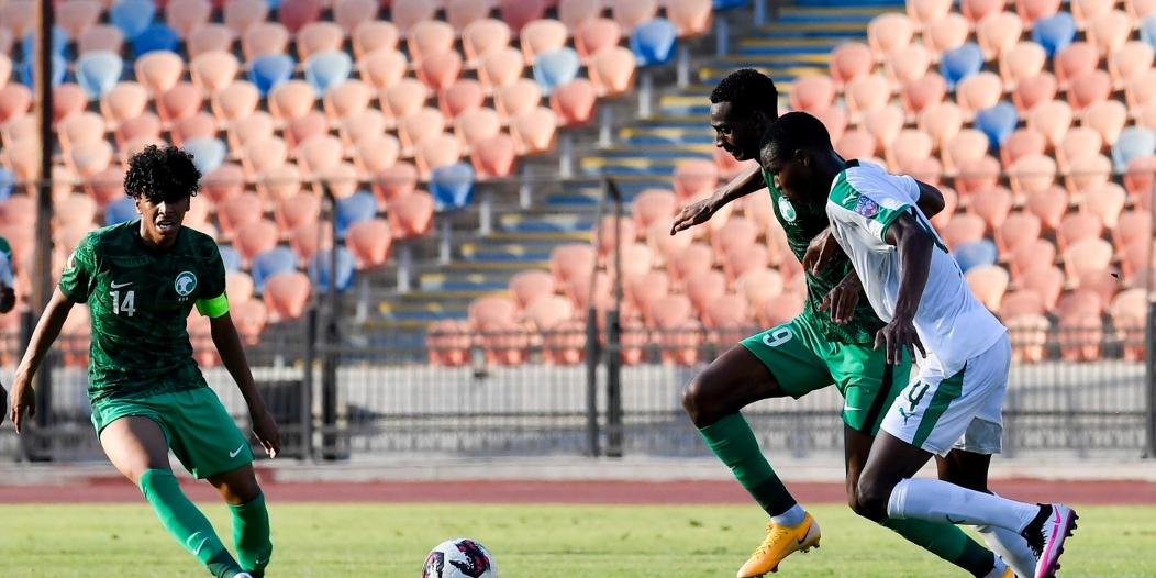 الأخضر يتقدم على السنغال بالشوط الأول