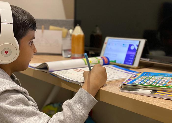 التعليم تفتتح مراكز الدعم الصيفية عبر منصة مدرستي لتعزيز مهارات الطلبة