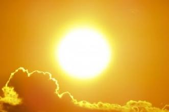 أجواء حارة وسحب رعدية ورياح نشطة على 8 مناطق غدًا - المواطن