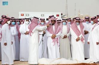 نائب أمير الرياض يؤدي صلاة الميت على الشيخ ناصر الشثري - المواطن