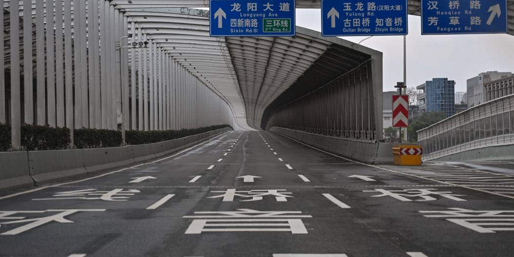 الصين تقرر الإبقاء على القيود الحدودية لعام آخر