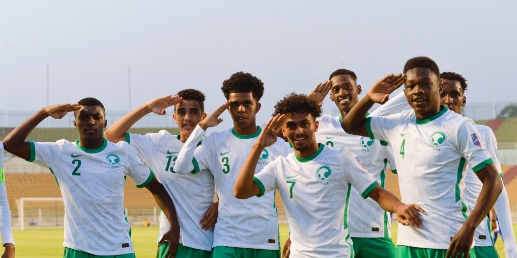 المنتخب السعودي يتقدم على أوزبكستان بالشوط الأول