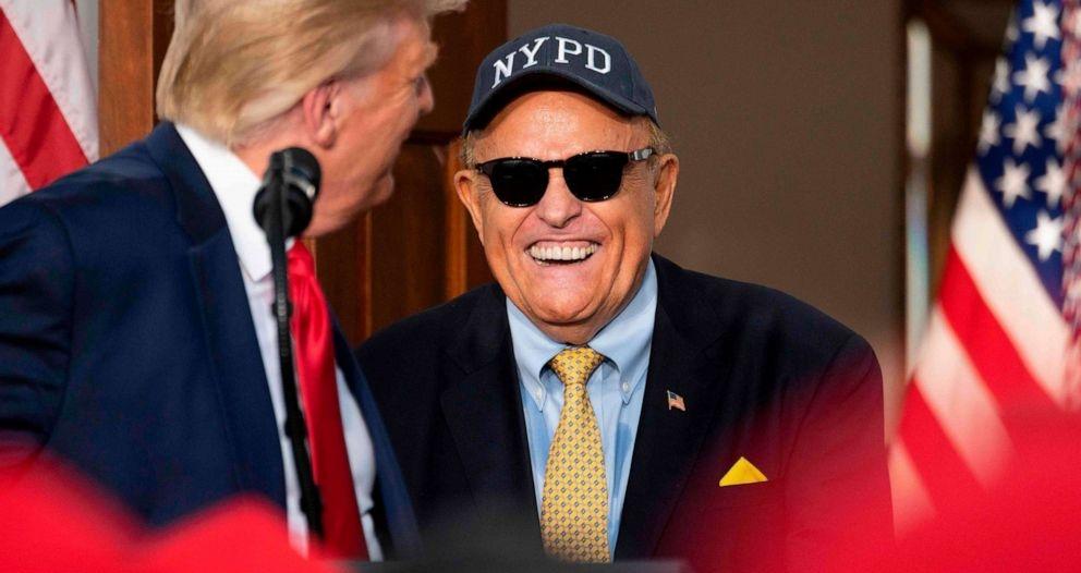تسريب مكالمة تفضح محامي ترامب وتكشف ألاعيبه