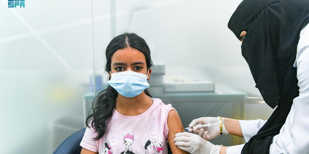 الصحة: حجز الجرعة الأولى من لقاح كورونا متاح للفئة 12 – 18