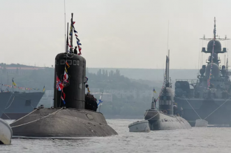 توتر بين روسيا وبريطانيا بسبب طرد غواصة