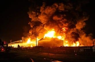 انفجار بمصنع للصلب في إيران تبعه اندلاع حريق ضخم