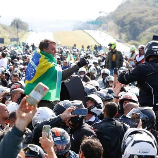 رئيس البرازيل يتلقى غرامة خلال قيادة دراجته النارية! (4)
