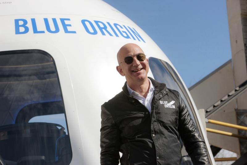 رجل يدفع 28 مليون دولار ليجاور جيف بيزوس في رحلته !