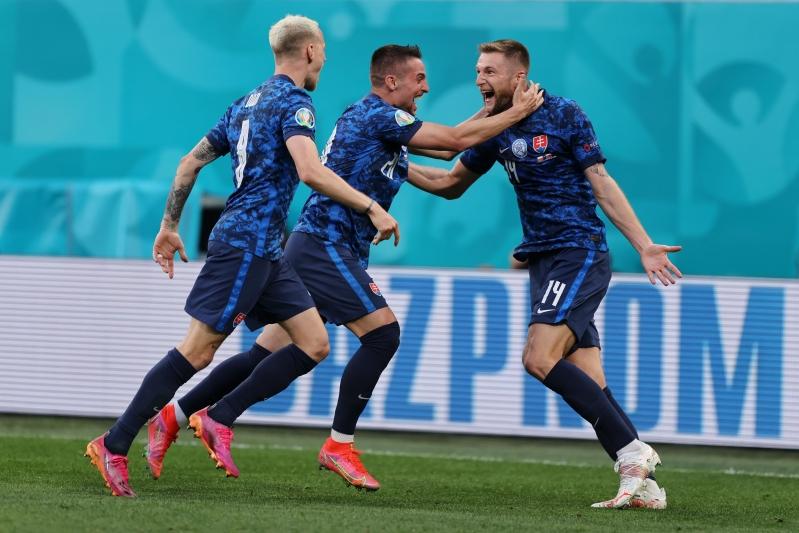 سلوفاكيا ضد بولندا