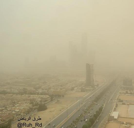 أتربة تسبب شبه انعدام الرؤية في الرياض