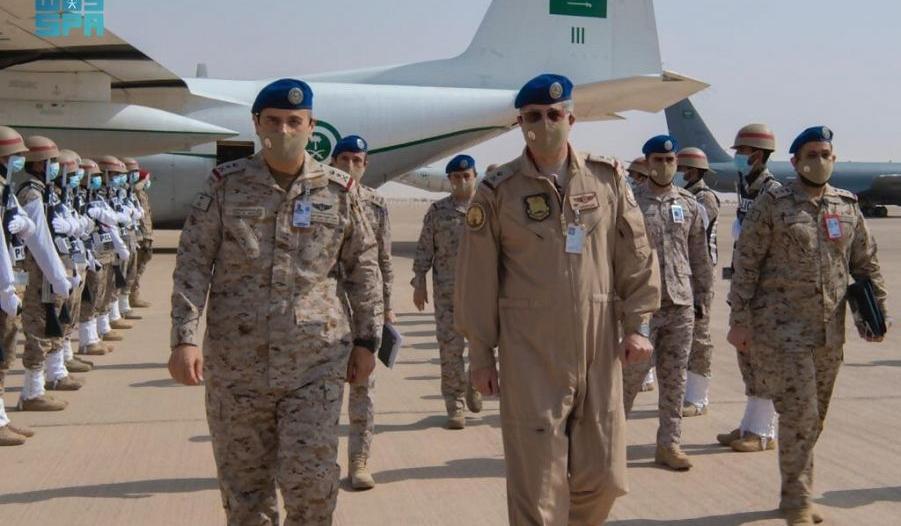 قائد القوات الجوية يتابع تنفيذ مناورات طويق 2