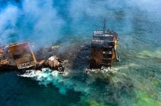 كارثة بيئية في سريلانكا بسبب غرق سفينة محترقة