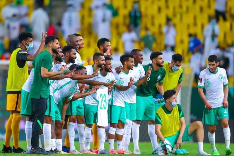 لاعبو المنتخب السعودي وحسان تمبكتي