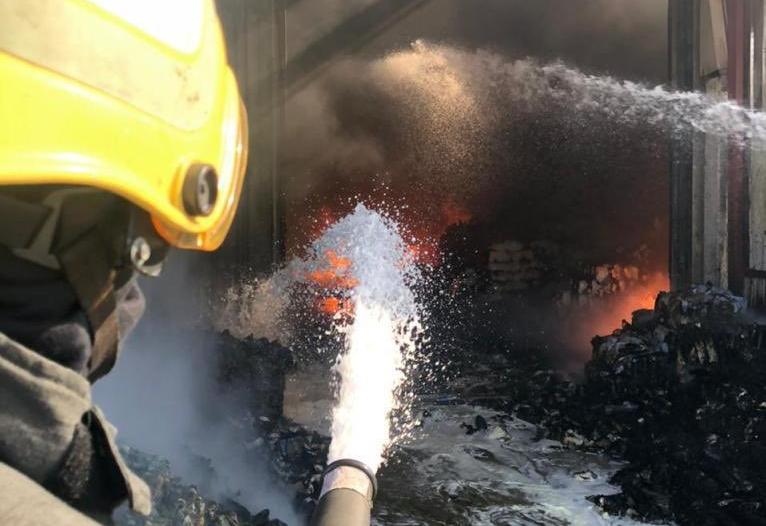 مدني الدمام يخمد حريقًا اندلع في مستودع دون إصابات