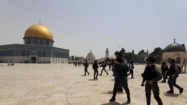 مستوطنون يقتحمون الأقصى بحماية الاحتلال