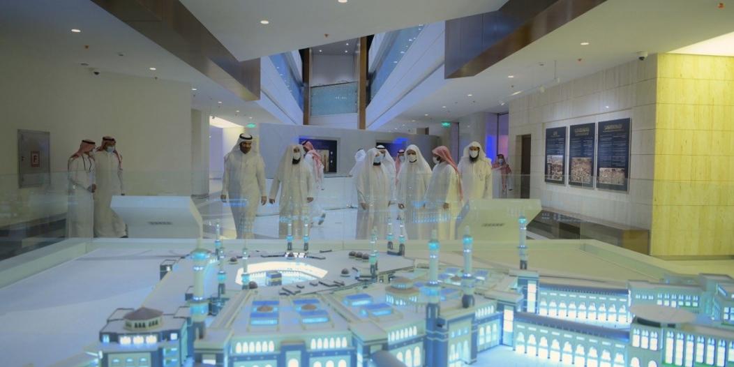 الشيخ السديس يتفقد معرض عمارة المسجد النبوي تمهيدًا لافتتاحه