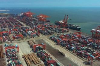 ميناء صيني يضع التجارة العالمية في اختبار صعب