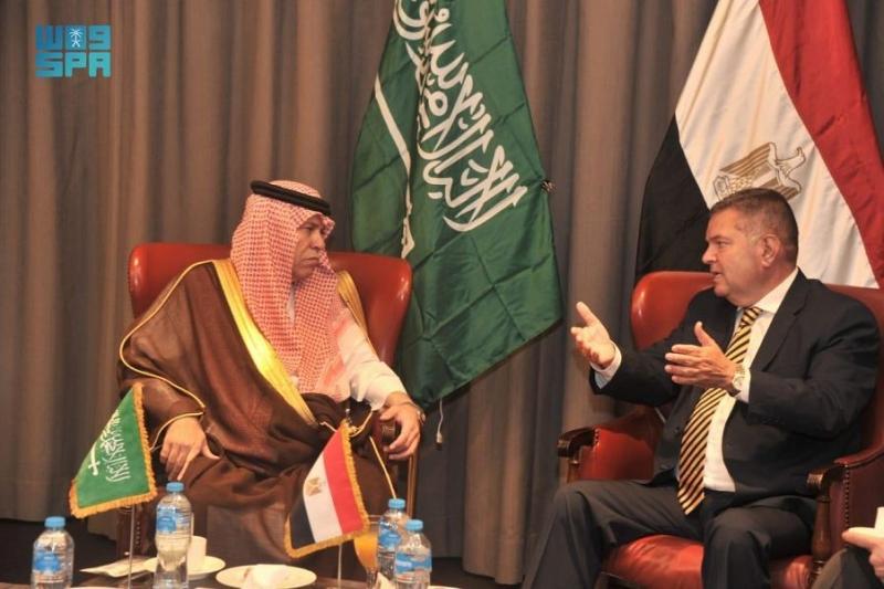 الوزير القصبي يلتقي وزراء مصريين لبحث علاقات التعاون - المواطن