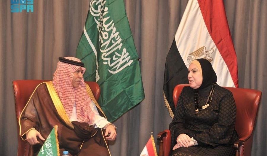 الوزير القصبي يلتقي وزراء مصريين لبحث علاقات التعاون