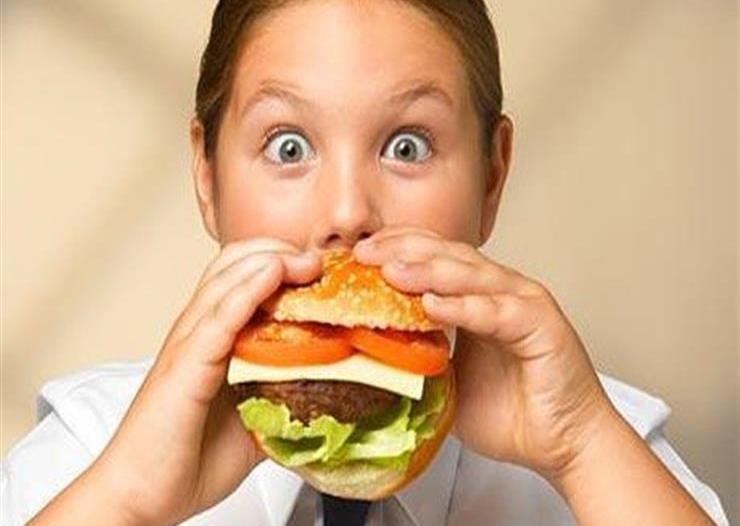 المدني: الأطعمة غير الصحية تزيد أوزان الأطفال