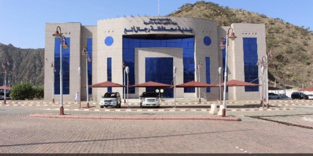 بلدية رجال ألمع تعالج 246 بلاغًا