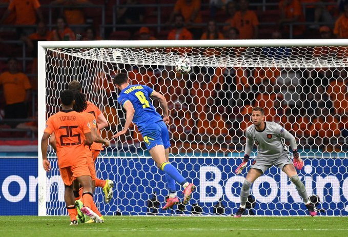 هولندا تحقق الفوز بصعوبة على أوكرانيا
