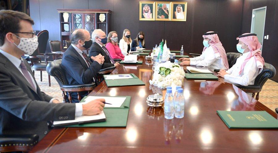 سفير المملكة باليمن يناقش مع المبعوث الأمريكي وقف إطلاق النار