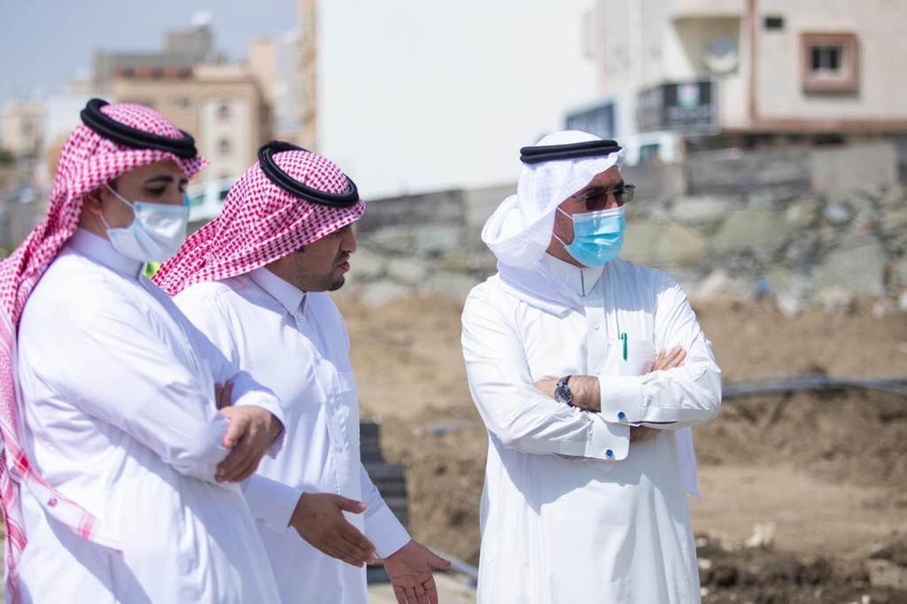 أمين عسير يتابع تقدم إنجاز مشروع تطوير وادي لعصان بحي الموظفين