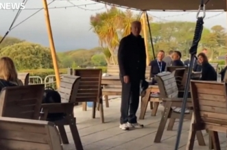 بايدن يضل طريقه داخل مطعم في بريطانيا ويبحث عن زوجته - المواطن