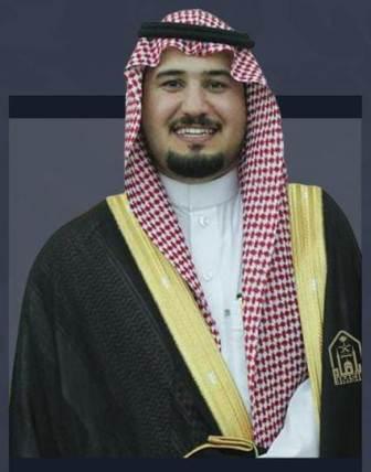 فواز الأسلمي يحتفل بحصوله على البكالوريوس تخصص إدارة أعمال