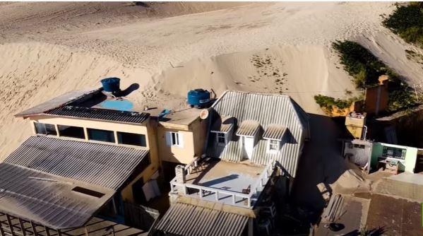 كثبان رملية تبتلع عدة منازل في البرازيل