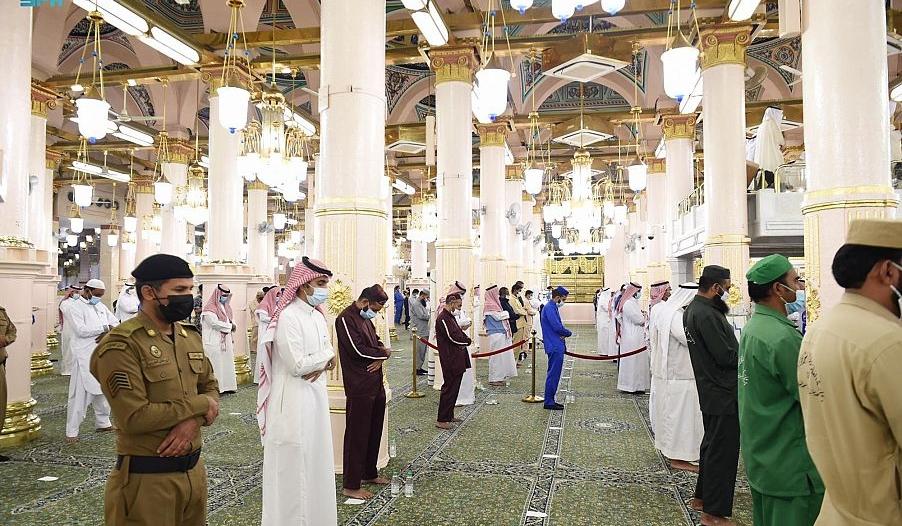 التزام بالبروتوكولات الصحية في جوامع ومساجد السعودية خلال صلاة العيد