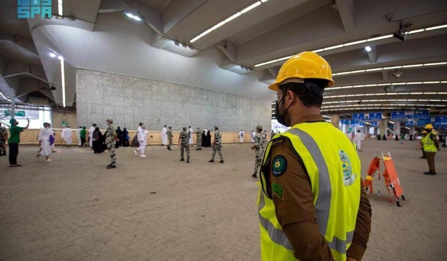 الدفاع المدني يرفع جاهزيته في جسر الجمرات والساحات المحيطة
