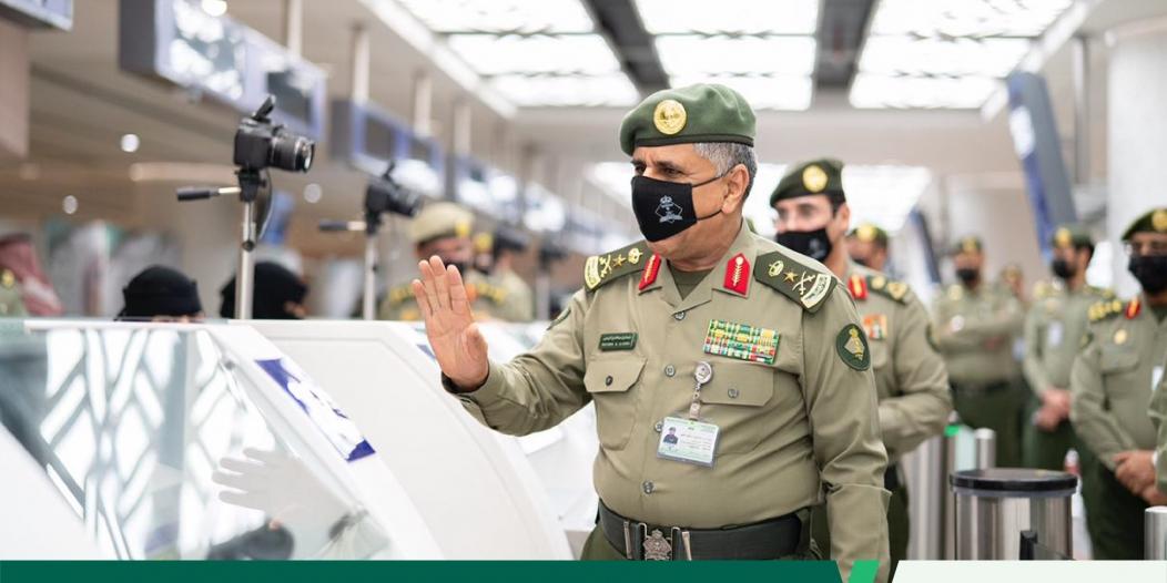 الفريق اليحيى يحث منسوبي جوازات مطار جدة بتقديم أفضل الخدمات