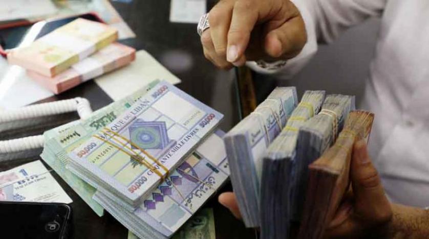 الليرة اللبنانية تنهار أمام الدولار بعد اعتذار الحريري