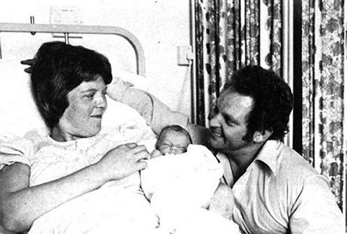 اول مولودة عبر تقينة أطفال الأنابيب (2)