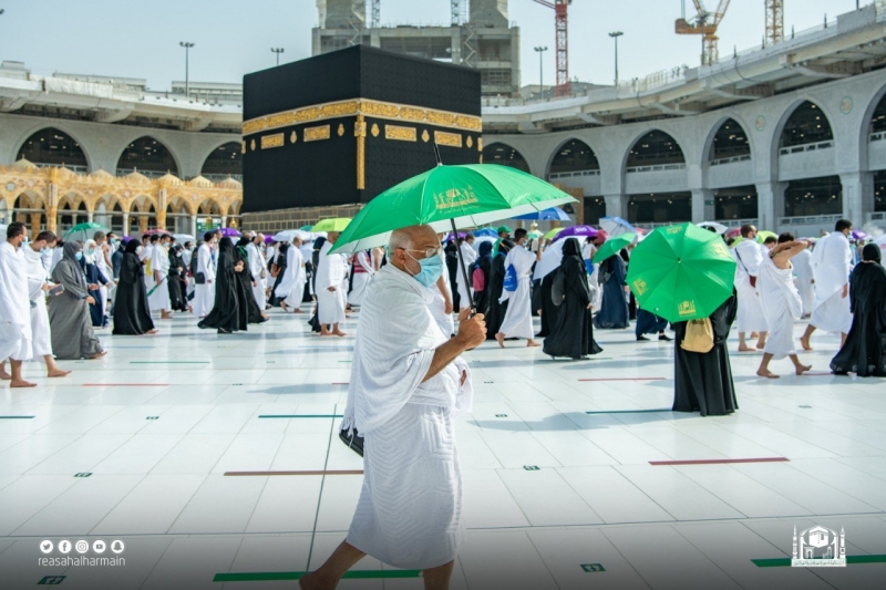 توزيع 60 ألف مظلة على الحجاج والعاملين في المسجد الحرام - المواطن