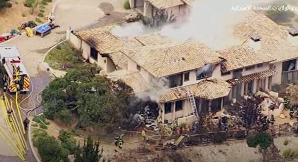 لحظة سقوط طائرة فوق منزل بولاية كاليفورنيا الأمريكية