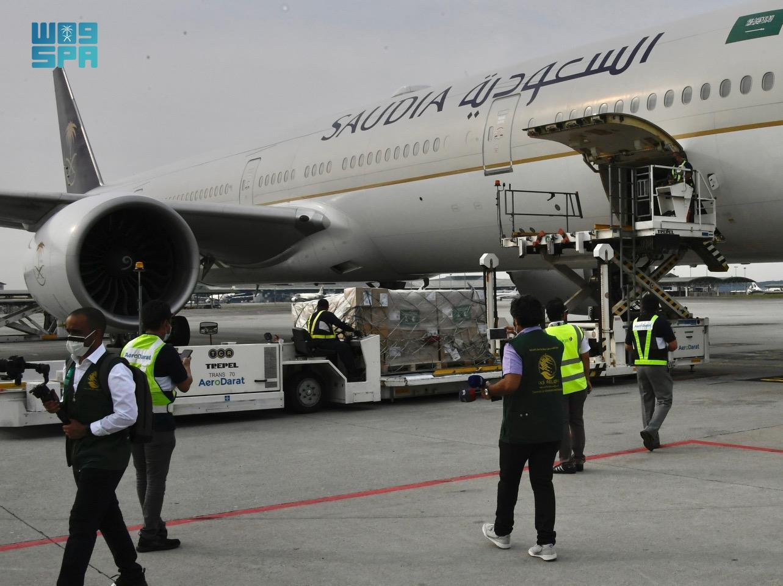 إنفاذاً لتوجيهات الملك سلمان.. وصول أولى طلائع الجسر الجوي السعودي لماليزيا