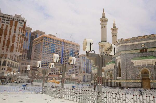 صيانة وتشغيل 250 مروحة رذاذ و200 سلم كهربائي بالمسجد الحرام